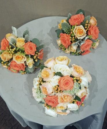 Peachy coral bouquets