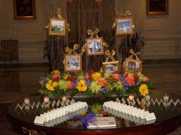 Picture frame place card table