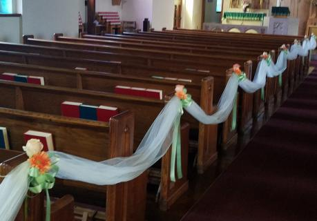 tulle swags on pews-2