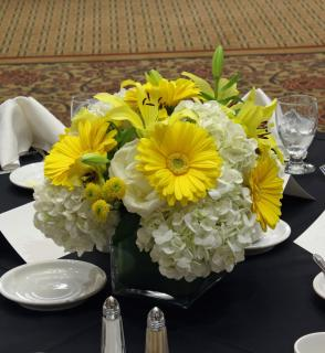 yellow & white cube centerpiece (2)