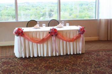 tulle & bouquet head table