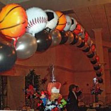 Sports ball link o loon arch
